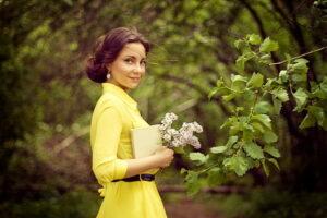 Весна, красивая девушка