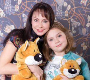 Певица Марина Хлебникова с дочкой Никой