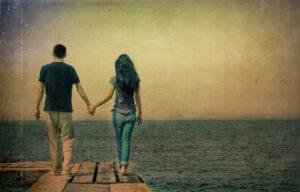 Мужчина и женщина у моря