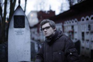 Максим Васюнов у могилы А. П. Чехова. Съемки фильма.