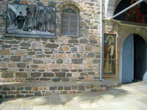 Увеличенная копия снимка с образом Богоматери ныне помещена у врат русского святогорского монастыря святого Пантелеимона.